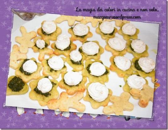 biscotti al parmigiano con pesto e mousse di tonno