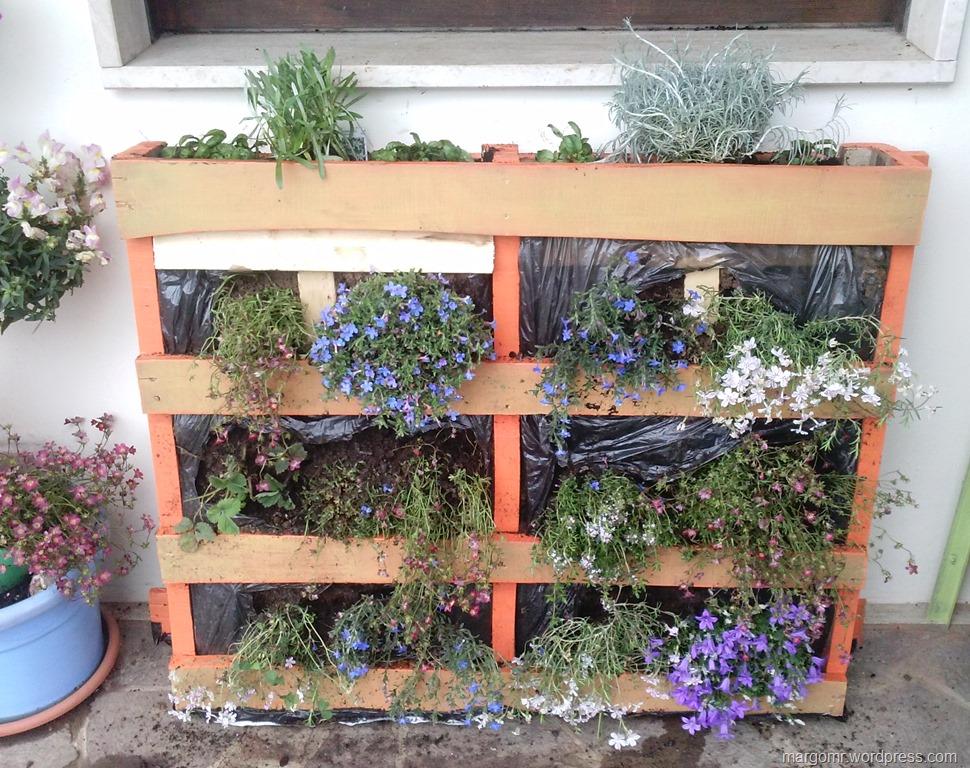 Giardino verticale e fioriera voliera la magia dei for Fioriera verticale ikea